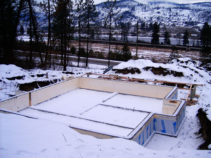 Pouring concrete in cold weather with advantage icfs for Concrete freezing